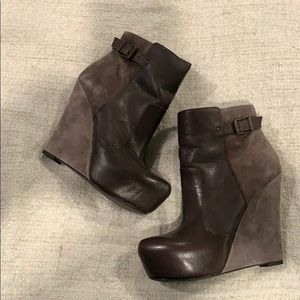 Brown leather and suede booties
